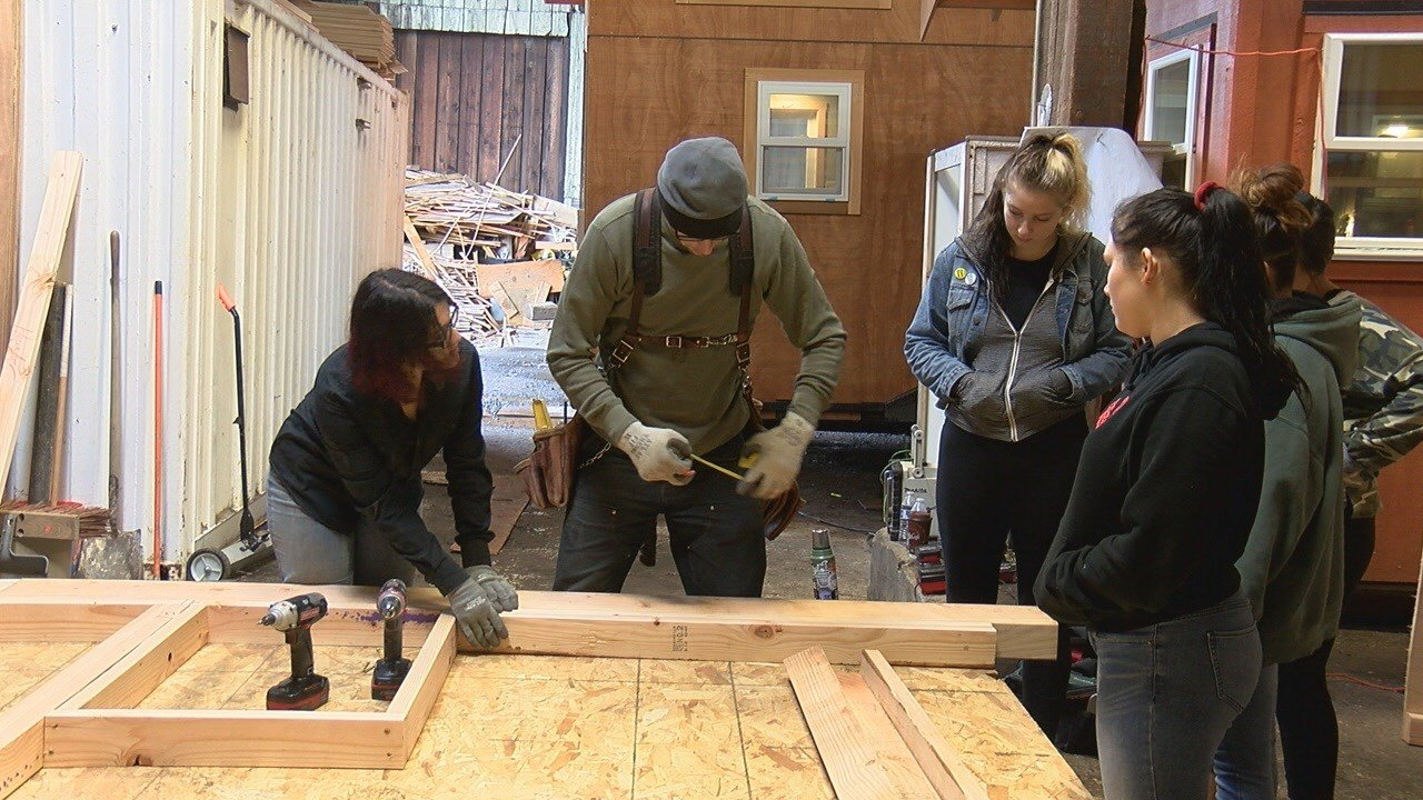 video springfield students build tiny home for the homeless